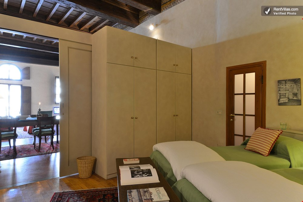 Photos of great accommodation in florence piazza santa for Great accommodation