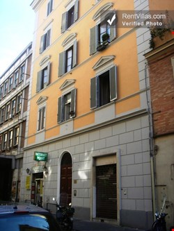Image 0 of Photos of Apartment Rental in Rome City, Historic Center - Napoli 1 - RentVillas.com