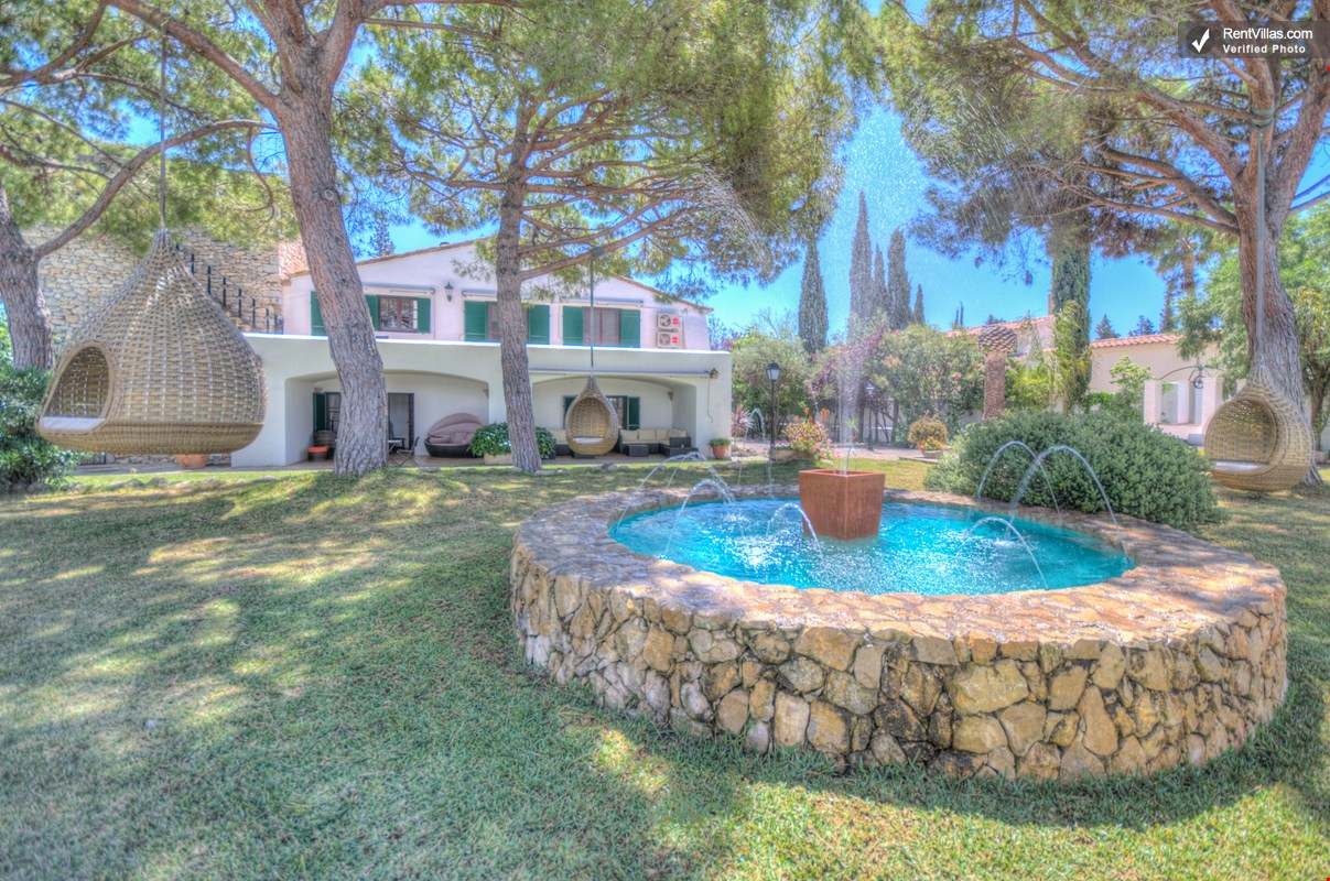 Photos of beautiful villa in spain near fashionable sitges for Beautiful villas pics