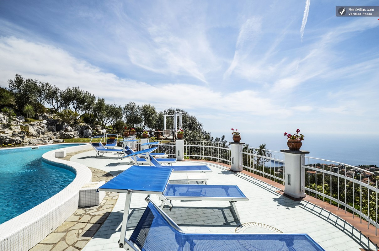 Large Villas To Rent In Sorrento