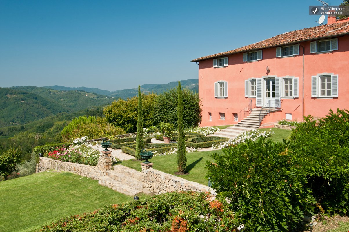 Photos of large tuscany villas with a private pool and for Tuscany villas
