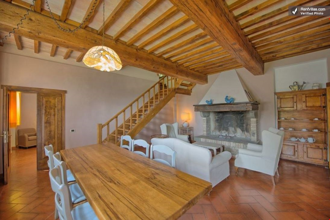 photos of tuscany farmhouse close to a castle - casa berto